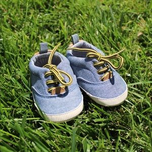 Baby Gap Chambray Sneakers (Crib Shoes)